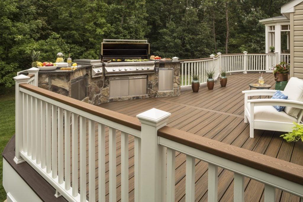 מעקה למרפסת, חברת TREX - מומחים לדקים סינטטיים, מעקות חוץ וחיפוי קירות חוץ