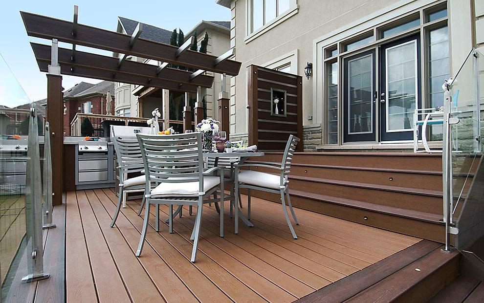 דק קומארו, דקים סינטטיים קומארו (Tree House) - חברת TREX מומחים בדק סינטטי לגינה, דק למרפסת שמש ודק לחצר