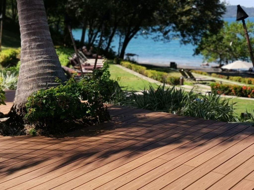 דק לגינה של חברת TREX - מומחים בדק סינטטי לגינה, דק למרפסת שמש ודק לחצר