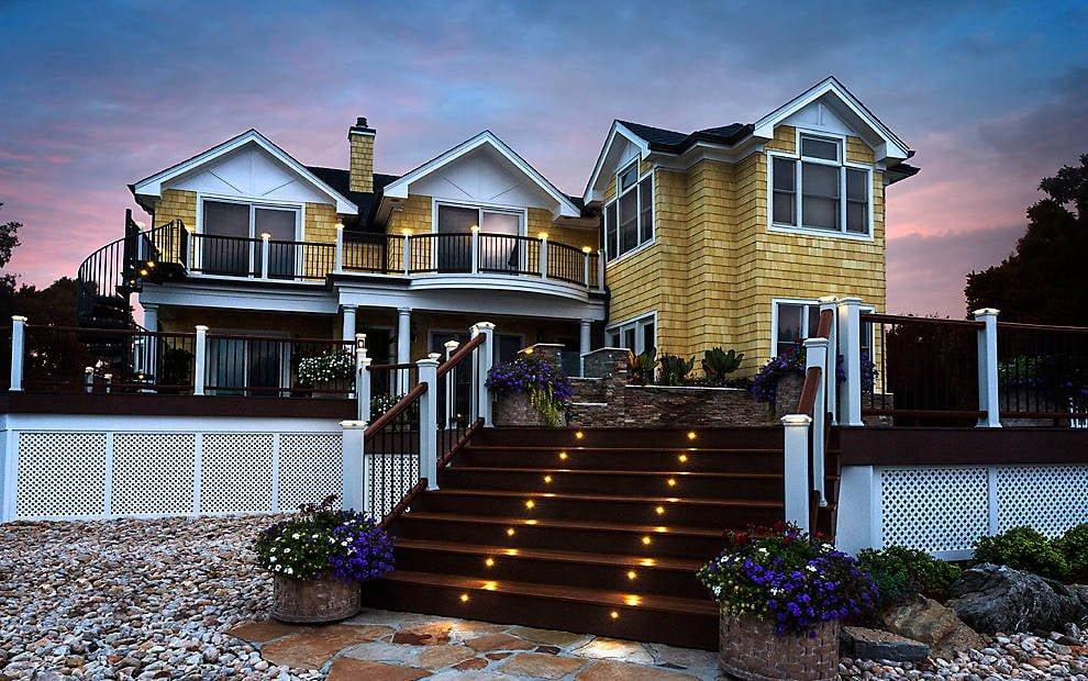 מעקות למדרגות בית פרטי טרקס - מומחים במעקה למרפסת, מעקות עץ, מעקות אלומניום, מעקות נירוסטה ומעקות עץ סינטטי