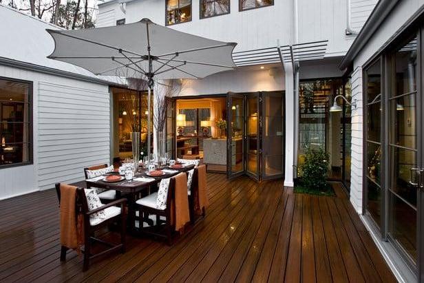 דק סינטטי לגינה ולחצר - חברת TREX המייצרים את הדקים הסינטטיים העמידים ביותר בעולם, חיפוי קירות דמוי עץ ומעקות עץ סינטטי דמוי עץ