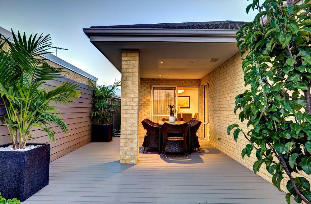 דק סינטטי, דק לחצר בבית פרטי בירושלים - חברת TREX מומחים בדקים סינטטיים לחצר, דק לגינה ודק למרפסת