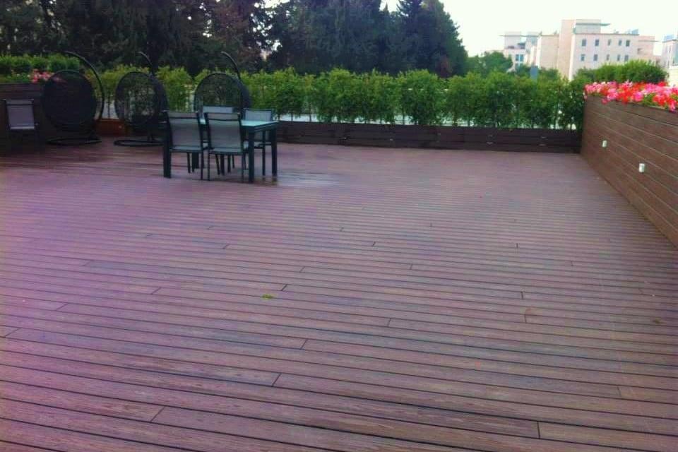 דק סינטטי, דק למרפסת וגג במרכז האקדמי שלם - חברת TREX מומחים בדקים סינטטיים לחצר, דק לגינה ודק למרפסת