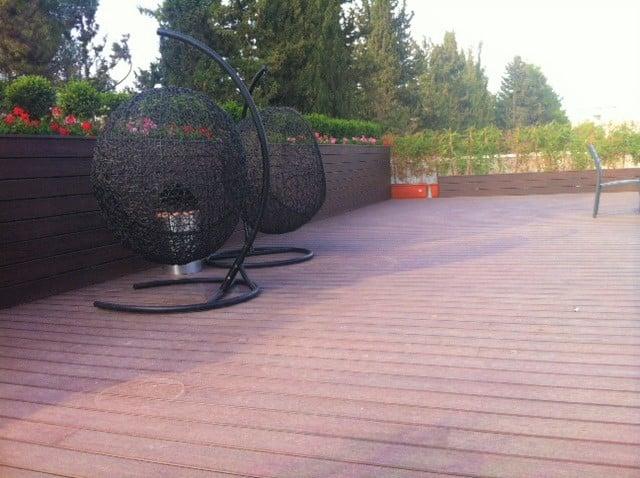 דק סינטטי, דק למרפסת וגג במרכז האקדמי שלם - חברת TREX מומחים בייצור דקים סינטטיים לגינה, דק לבריכה, דק לחצר, דק למרפסת וסוגי דק סינטטי שונים בגוונים שונים ובמרקמים שונים