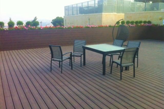 דק סינטטי, דק למרפסת וגג במרכז האקדמי שלם - חברת TREX המייצרים את הדקים הסינטטיים העמידים ביותר בעולם, חיפוי קירות דמוי עץ ומעקות עץ סינטטי דמוי עץ