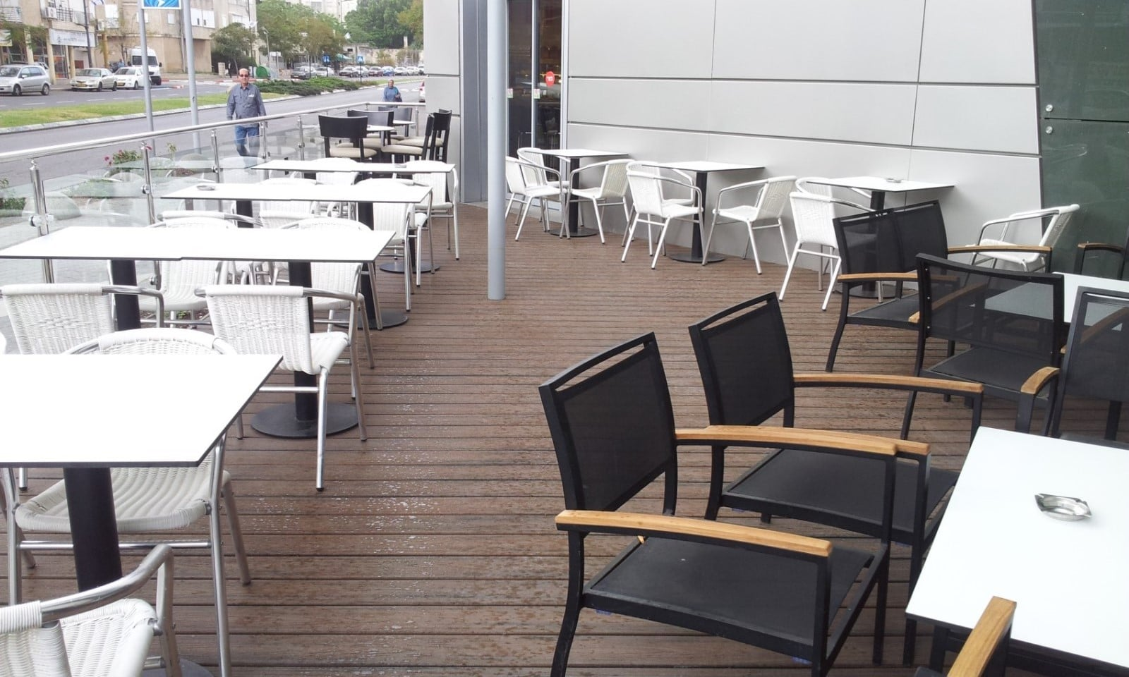 דק סינטטי, דק למרפסת בארומה קרית אתא - חברת TREX מומחים בייצור דקים סינטטיים לגינה, דק לבריכה, דק לחצר, דק למרפסת וסוגי דק סינטטי שונים בגוונים שונים ובמרקמים שונים