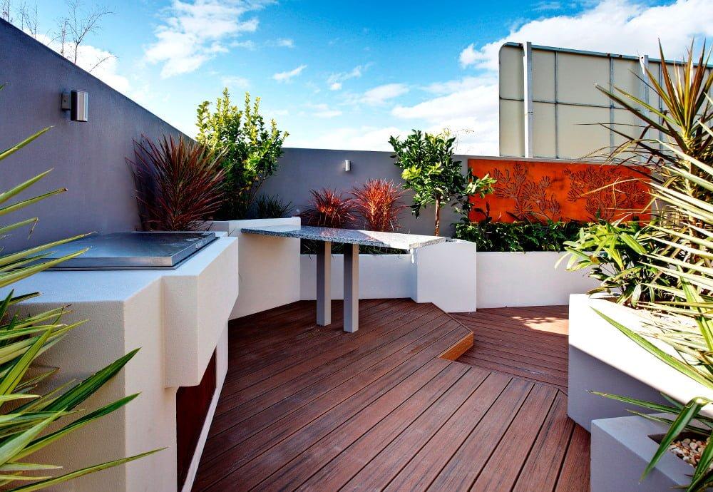 דק סינטטי, דק במבוק בבית פרטי בבית הכרם - חברת TREX מומחים בדקים סינטטיים לחצר, דק לגינה ודק למרפסת