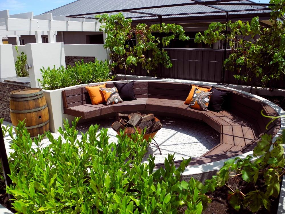 דק סינטטי, דק לגינה בבית פרטי בבית חשמונאים - TREX דקים סינתטיים חיפוי קירות חוץ, התקנת דק ומעקות חוץ