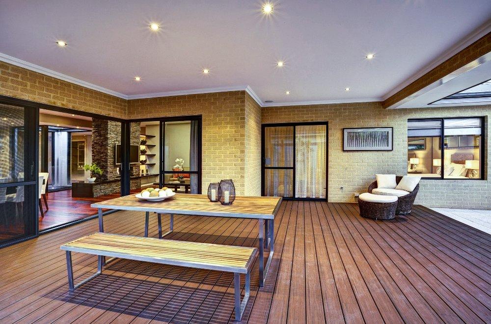 דק סינטטי, דק סינטטי, דק לגינה בבית פרטי בבית חשמונאים - חברת TREX המייצרים את הדקים הסינטטיים העמידים ביותר בעולם, חיפוי קירות דמוי עץ ומעקות עץ סינטטי דמוי עץ