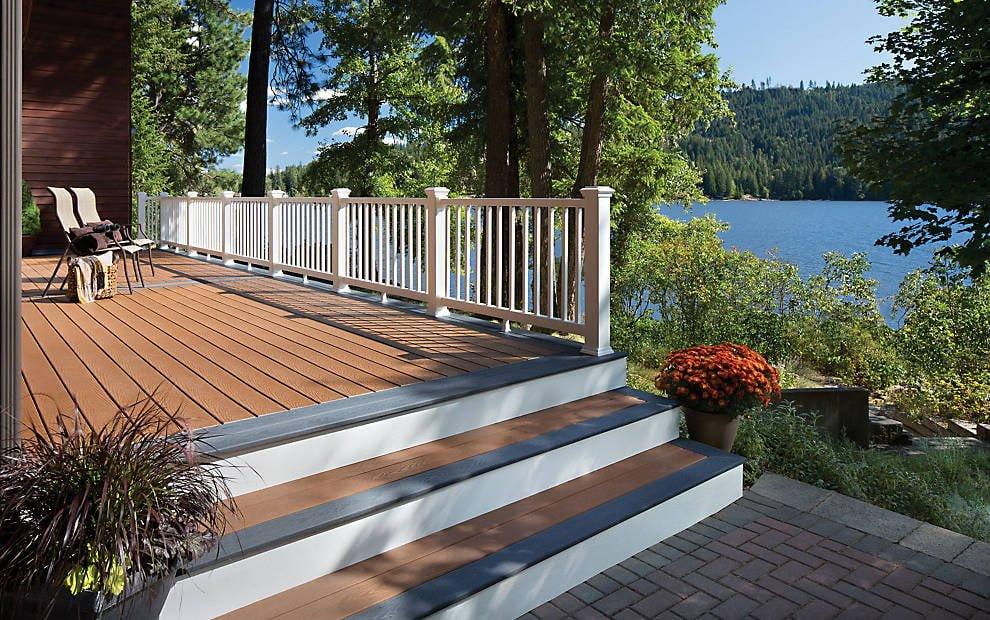 מעקות עץ סינטטי - TREX מומחים בייצור והתקנה של דקים סינטטיים, מעקות חוץ וחיפוי קירות חוץ סינטטיים, אחריות ל25 שנים, ללא צורך בתחזוקה ועמידים בכל תנאי מזג האוויר